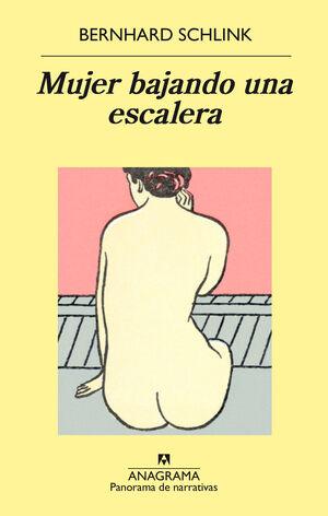 Mujer bajando una escalera
